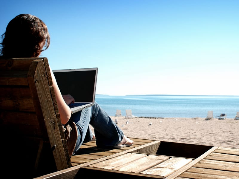 web laptop beach